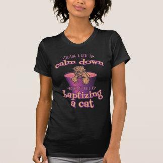 Camiseta Dizer uma menina para acalmar-se para baixo é como
