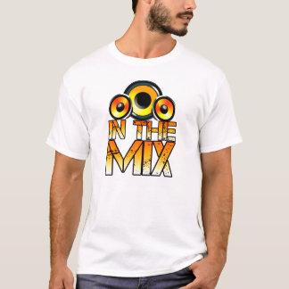 Camiseta DJ no t-shirt do design dos auto-falante da