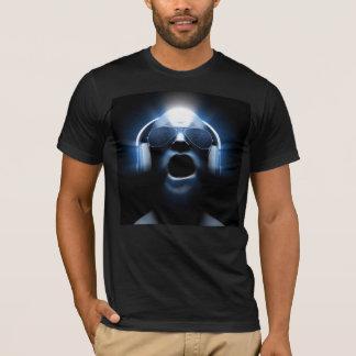 Camiseta DJ que grita com fones de ouvido e óculos de sol