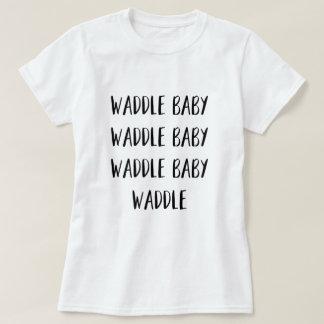 """Camiseta Do """"O t-shirt das mulheres do bebê Waddle"""""""