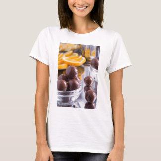 Camiseta Doces de chocolate em um fim-acima pequeno da