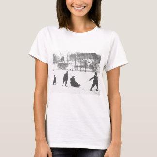 Camiseta Dois meninos que puxam duas meninas em trenós