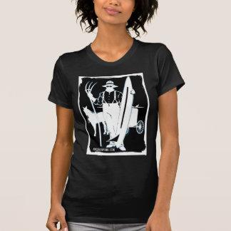 Camiseta Dos cães à engrenagem surfando de Amish dos gajos