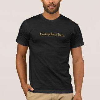 Camiseta Dos homens do Guruji das vidas T preto aqui