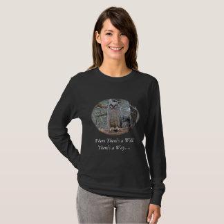 Camiseta Duas grandes corujas Horned em um ninho da cesta