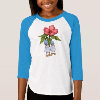 Camiseta Duas poucas meninas do gnomo com as flores