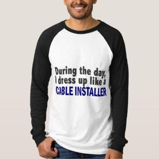 Camiseta Durante o dia eu visto-me acima como um instalador