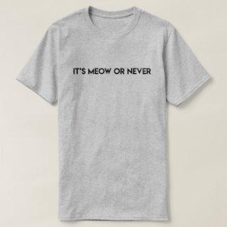 """Camiseta """"É Meow ou nunca"""" T das citações do gato"""