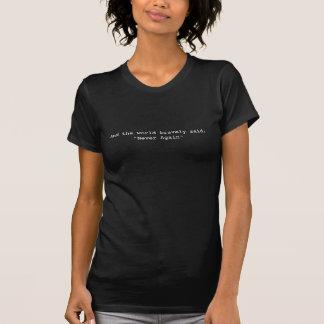 """Camiseta E o mundo disse bravamente, """"nunca outra vez """""""