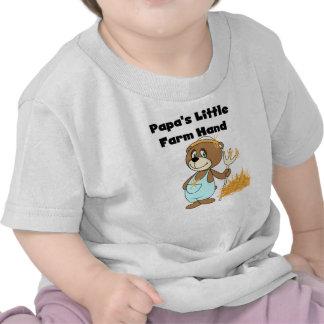 Camiseta e presentes da mão de fazenda da papá pou