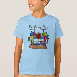 Camiseta e presentes do aniversário do menino