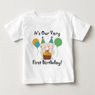 Camiseta e presentes gêmeos do primeiro
