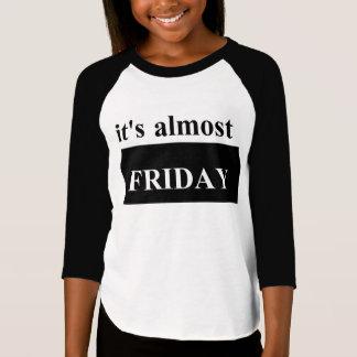 Camiseta É quase t-shirt americano do Raglan das meninas de