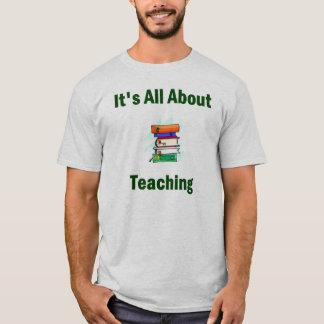 Camiseta É toda sobre o t-shirt de ensino