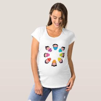 Camiseta É um t-shirt da maternidade da menina