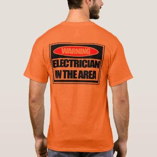 Camiseta Eletricista de advertência no t-shirt da segurança