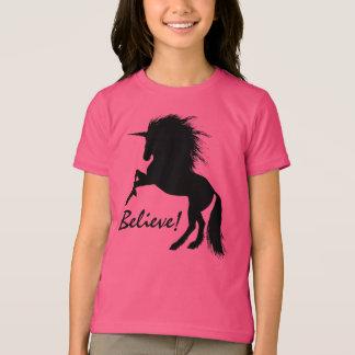 "Camiseta Elevando o unicórnio preto ""acredite """