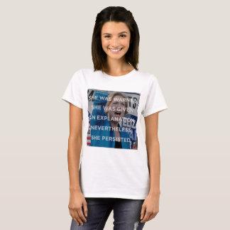 Camiseta Elizabeth w não obstante persistiu t-shirt