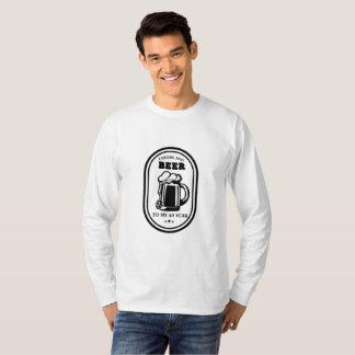 Camiseta Elogios e cervejas do presente de aniversário de