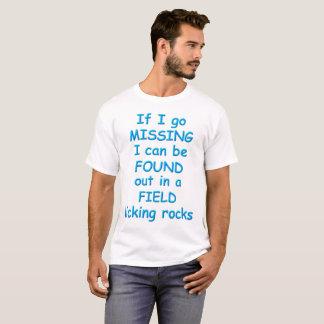 Camiseta Encontrado em um campo, lambendo rochas