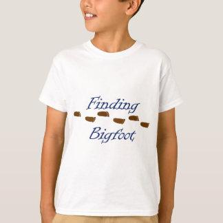 Camiseta Encontrando Bigfoot com pegadas