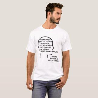 Camiseta engraçada furada dos pensamentos
