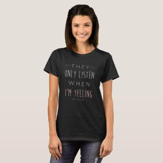 Camiseta Engraçado escutam somente quando eu estou gritando
