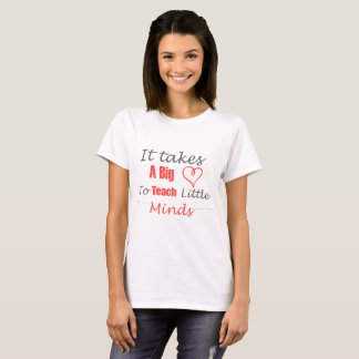 Camiseta Ensine mentes pequenas