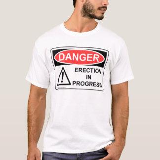 Camiseta Ereção do PERIGO em andamento