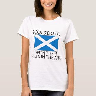 Camiseta Escocês faça-o… Com seus Kilts no ar