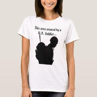 Camiseta Esta área fixada por um t-shirt do soldado dos