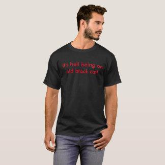 Camiseta Está inferno que é um gato preto velho!