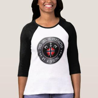 Camiseta Esta menina é protegida por Viking - espada dos