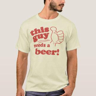 Camiseta Estas menina/cara precisa uma cerveja