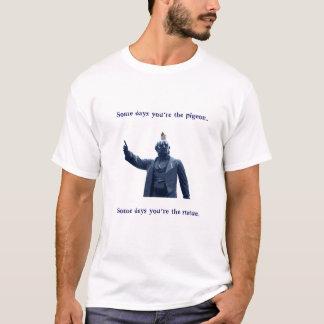 Camiseta estátua