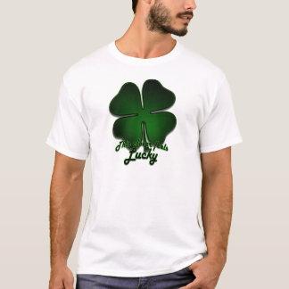 Camiseta Este trevo sente afortunado