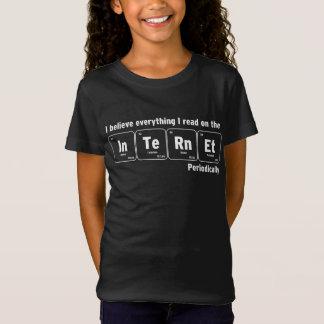 Camiseta Eu acredito no Internet periòdicamente engraçado