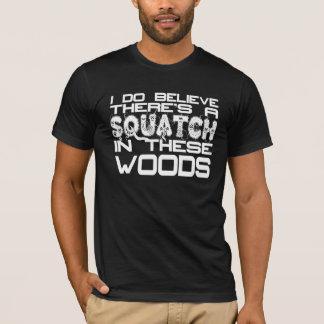 Camiseta Eu acredito que há um Squatch no T destas madeiras