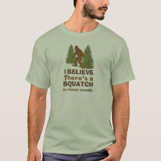 Camiseta Eu acredito que há uns SQUATCH nestas madeiras