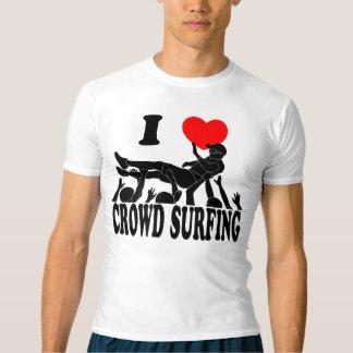 Camiseta Eu amo a multidão que surfa (homem) (o preto)