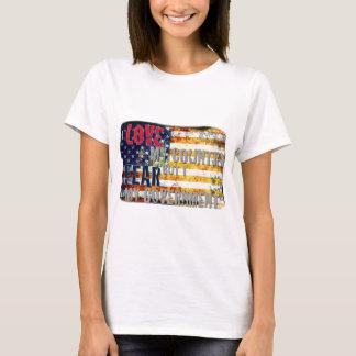 Camiseta Eu amo meu país mas eu temo meu governo