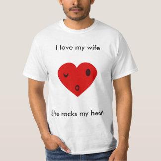 Camiseta Eu amo minha esposa, ela balanço meu coração