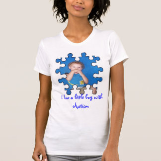 Camiseta Eu amo um rapaz pequeno com autismo