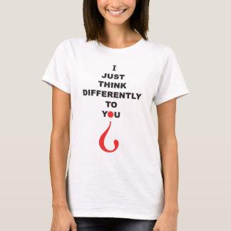 Camiseta EU APENAS PENSO-LHE DIFERENTEMENTE a síndrome de