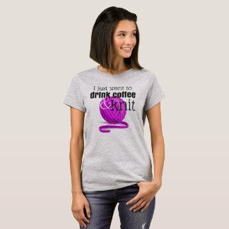Camiseta Eu apenas quero beber o café & fazer malha o