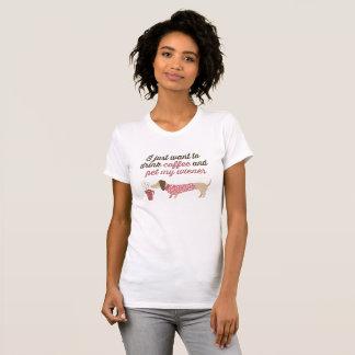 Camiseta Eu apenas quero beber o café & pet meu wiener (o