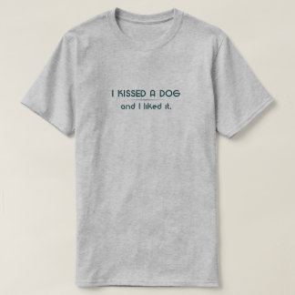 Camiseta Eu beijei um t-shirt do cão