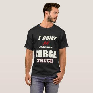 Camiseta Eu conduzo um caminhão desnecessariamente grande