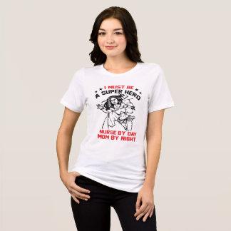 Camiseta Eu devo ser um super-herói, enfermeira em o dia,