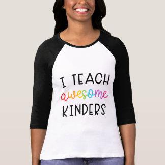 Camiseta Eu ensino Kinders impressionante